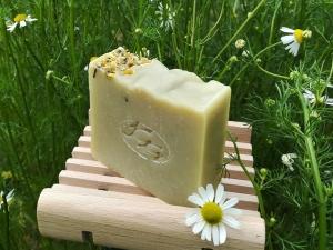 Krmešák Rumanček so Slezom - prírodné bylinkové mydlo