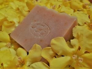 Krmešák Divozel - prírodné bylinkové mydlo