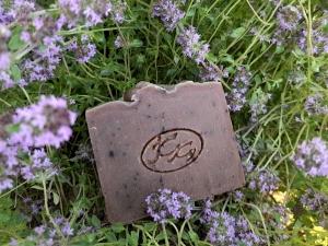 Krmešák Dúška - prírodné bylinkové mydlo