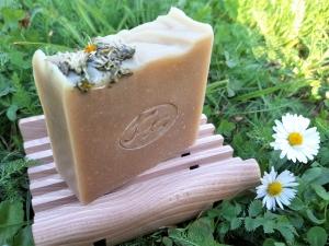 Krmešák Sedmokráska - prírodné bylinkové mydlo
