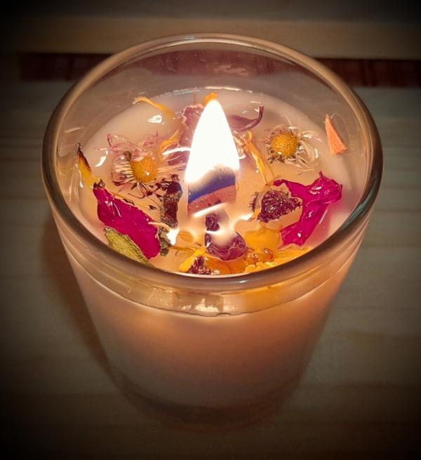 Krmešanka Bylinka - prírodná sviečka s vôňou dúšky materinej